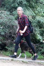 Amber Heard walks with her dog out in Los Feliz 2020/10/25 4
