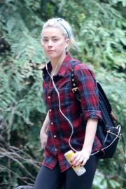 Amber Heard walks with her dog out in Los Feliz 2020/10/25 9