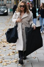 Arrives at Smooth Radio in London 2020/10/23 4