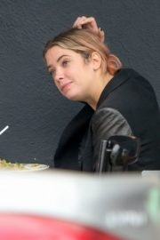Ashley Benson Out for Lunch in Los Feliz 2020/10/24 1