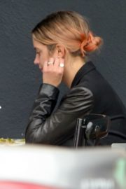 Ashley Benson Out for Lunch in Los Feliz 2020/10/24 6