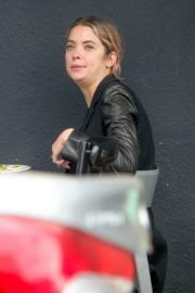 Ashley Benson Out for Lunch in Los Feliz 2020/10/24 7