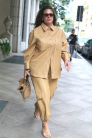 Ashley Graham Leaves Her Hotel in Milan 2020/09/24 2