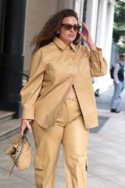 Ashley Graham Leaves Her Hotel in Milan 2020/09/24 4