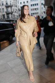 Ashley Graham Leaves Her Hotel in Milan 2020/09/24 5