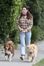 Aubrey Plaza and Jeff Baena Out with Their Dogs in Los Feliz 2020/10/24 1
