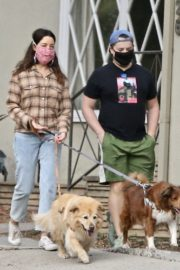 Aubrey Plaza and Jeff Baena Out with Their Dogs in Los Feliz 2020/10/24 3