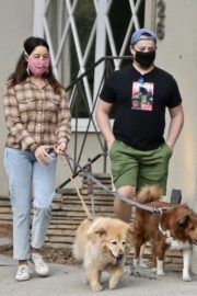 Aubrey Plaza and Jeff Baena Out with Their Dogs in Los Feliz 2020/10/24 4
