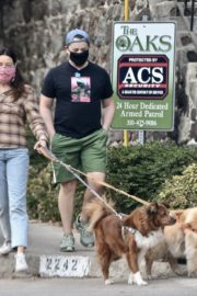 Aubrey Plaza and Jeff Baena Out with Their Dogs in Los Feliz 2020/10/24 6
