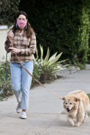 Aubrey Plaza and Jeff Baena Out with Their Dogs in Los Feliz 2020/10/24 8