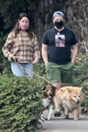 Aubrey Plaza and Jeff Baena Out with Their Dogs in Los Feliz 2020/10/24 10