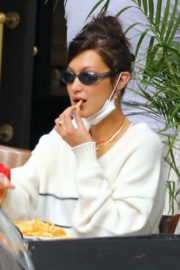 Bella Hadid eating french fries at Three Guys in New York 2020/09/24 8