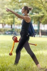 Candice Swanepoel Out at a Park in Miami Beach 2020/10/25 6