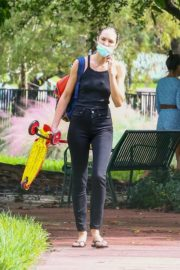Candice Swanepoel Out at a Park in Miami Beach 2020/10/25 8