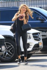 Chrishell Stause arrives at DWTS Studio in Los Angeles 2020/10/01 2