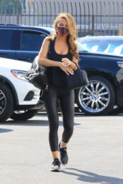 Chrishell Stause arrives at DWTS Studio in Los Angeles 2020/10/01 6