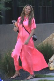 Chrissy Teigen in Pink Outfit at a Pumpkin Farm in Los Angeles 2020/10/25 8