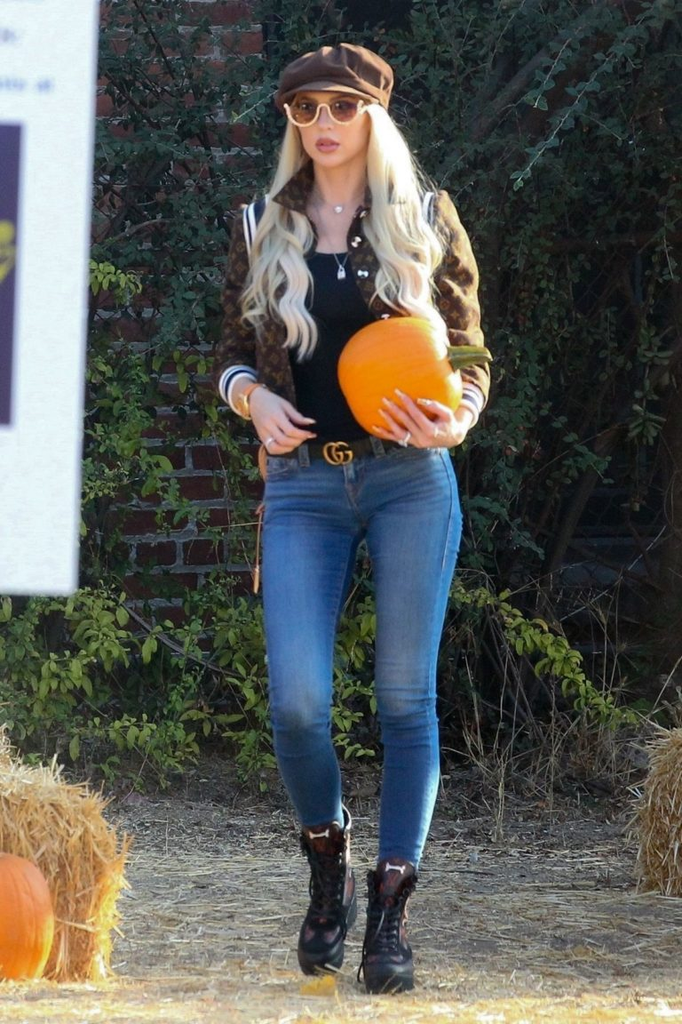 Christine Quinn at a Pumpkin Patch in Hollywood 2020/10/22 4