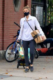 Claire Danes in Tights Out and About in New York 2020/10/22 1