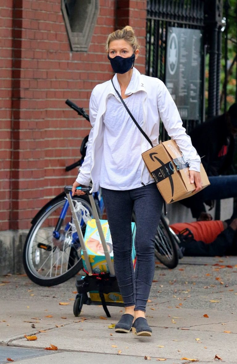 Claire Danes in Tights Out and About in New York 2020/10/22 6