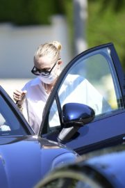 Drive Her New Porsche Out in Los Angeles 2020/09/25 5