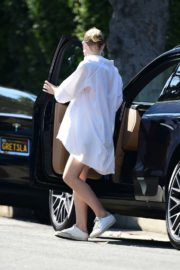 Drive Her New Porsche Out in Los Angeles 2020/09/25 8