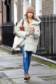 Emilia Clarke Out and About in London 2020/10/25 1