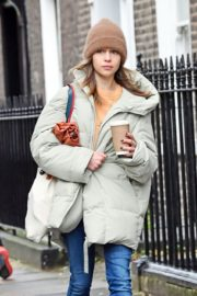 Emilia Clarke Out and About in London 2020/10/25 3