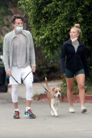 Florence Pugh and Zach Braff Out with Their Dog in Los Angeles 2020/10/23 4