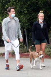 Florence Pugh and Zach Braff Out with Their Dog in Los Angeles 2020/10/23 6