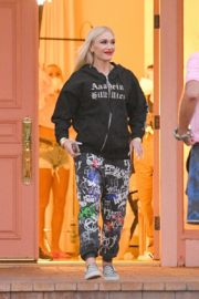 Gwen Stefani Leaves a Studio in Woodland Hills 2020/10/01 5