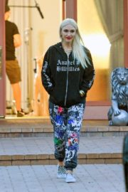 Gwen Stefani Leaves a Studio in Woodland Hills 2020/10/01 6