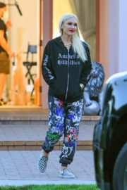 Gwen Stefani Leaves a Studio in Woodland Hills 2020/10/01 9