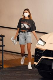 Hailey Bieber Out and About in Los Angeles 2020/09/24 3