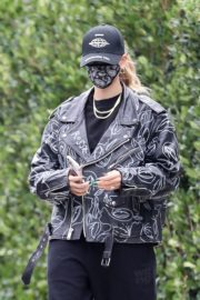 Hailey Rhode Bieber Leaves a Friend's House in Beverly Hills 2020/10/24 6