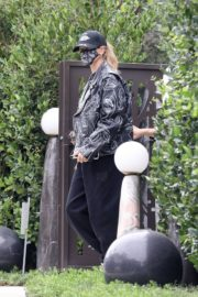 Hailey Rhode Bieber Leaves a Friend's House in Beverly Hills 2020/10/24 10
