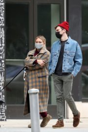Hilary Duff and Her Husband Matthew Koma Out in New York 2020/10/25 7