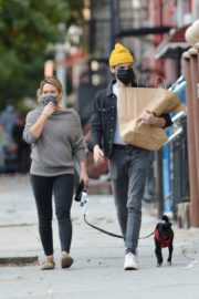 Hilary Duff and Matthew Koma Out with Their Dog in New York 2020/10/24 1