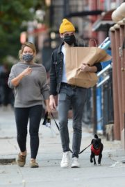 Hilary Duff and Matthew Koma Out with Their Dog in New York 2020/10/24 3