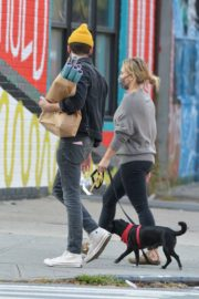 Hilary Duff and Matthew Koma Out with Their Dog in New York 2020/10/24 5