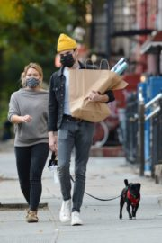 Hilary Duff and Matthew Koma Out with Their Dog in New York 2020/10/24 6
