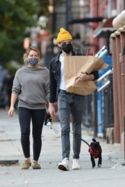 Hilary Duff and Matthew Koma Out with Their Dog in New York 2020/10/24 7