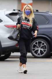 Holly Madison Out Shopping in Los Angeles 2020/10/22 6
