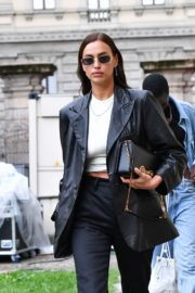 Irina Shayk Leaves Hugo Boss Fashion Show in Milan 2020/09/23 1
