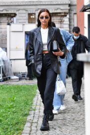 Irina Shayk Leaves Hugo Boss Fashion Show in Milan 2020/09/23 4