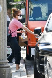 Isla Fisher in Pink Top and Track Pants Out in Los Angeles 2020/09/21 2