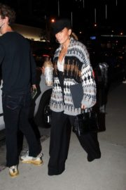 Jennifer Lopez Leaves a Business Meeting in Hollywood 2020/10/23 1