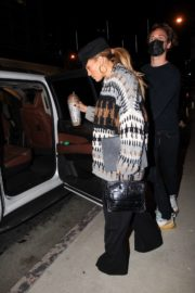 Jennifer Lopez Leaves a Business Meeting in Hollywood 2020/10/23 2