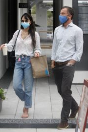 Jordana Brewster and Andrew Form Out in Santa Monica 2020/09/21 3