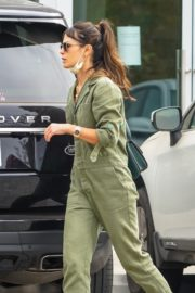 Jordana Brewster Out with Her Dog in Malibu 2020/10/25 3